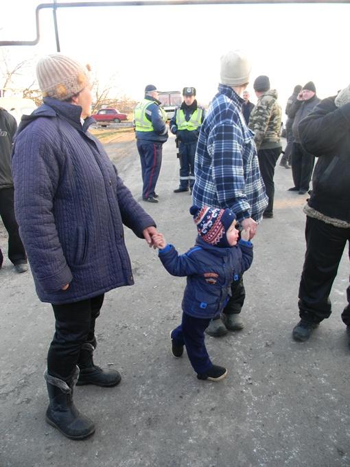 Посмотреть на танки привели детей. фото : Сергей ШВЕДКО