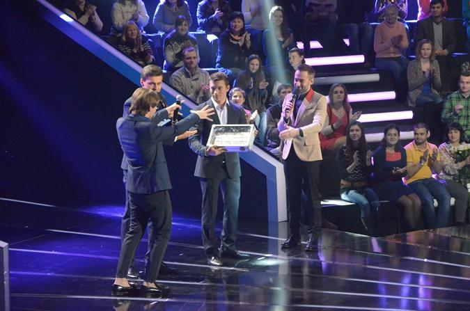 Победитель получает чемоданчик с деньгами – 100 тысяч гривен! Фото: Юрий ЧУПРИНА (канал