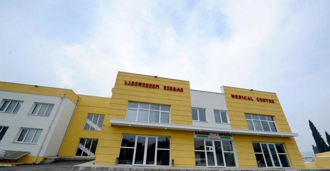 По поводу больниц мнения тбилисцев расходятся: одни уверяют, что лечились там лично, а другие убеждены, что их просто не существует в природе. Фото: facebook.com/SaakashviliMikheil