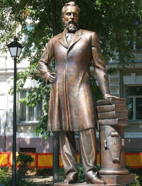 Памятник Гринченко в Киеве. Фото: psyh.kiev.ua