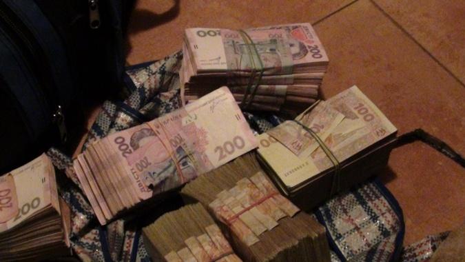Налоговики более экзотического места для хранения денег еще не встречали. Фото: ГУ Миндоходов в  Харьковской области.