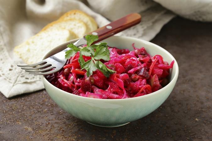 Свекольная икра – один из старинных блюд украинской кухни.