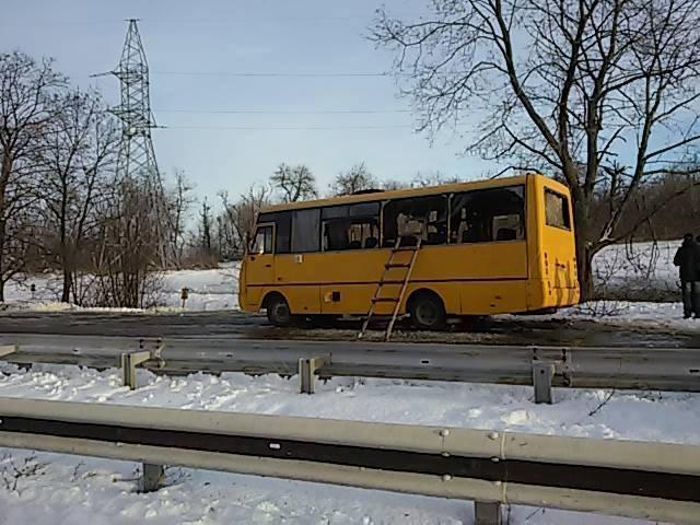 Автобус пострадал во время артудара.
