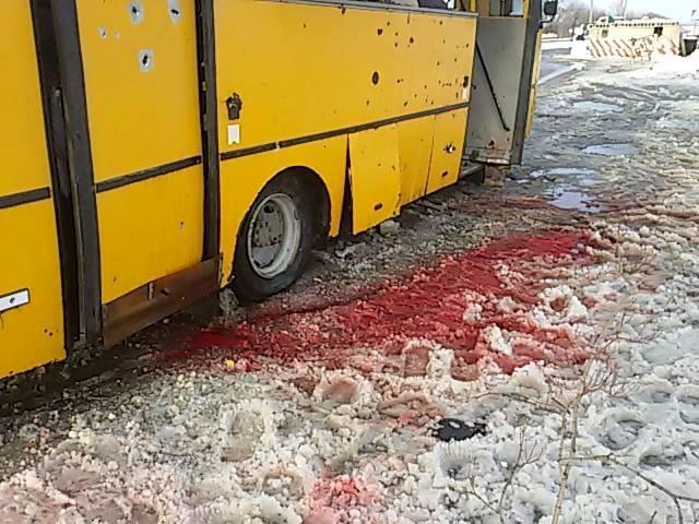 Снаряд попал в пассажирский рейсовый автобус.