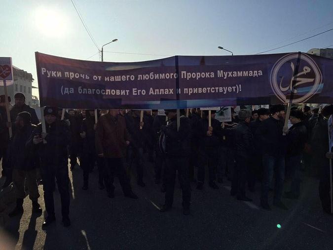 Митингующие пришли с плакатами. Фото: соцсети