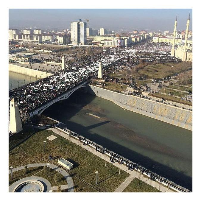 В Грозном пришлось перекрыть движение для проведения митинга. Фото: соцсети