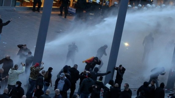 Акция протеста анти-иммигрантского движения закончилась столкновением. Фото: dpa