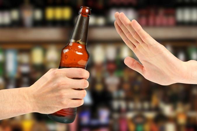 Алкогольные напитки не только содержат калории, но и усиливают аппетит.