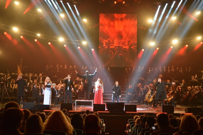 Французский мюзикл по-украински собрал в Дворце