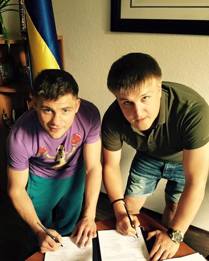 Беринчик подписал свой первый профессиональный контракт. Фото: Фейсбук