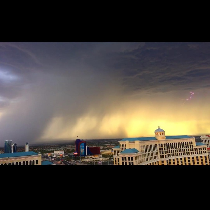 В городе лило как из ведро. Фото: соцсети