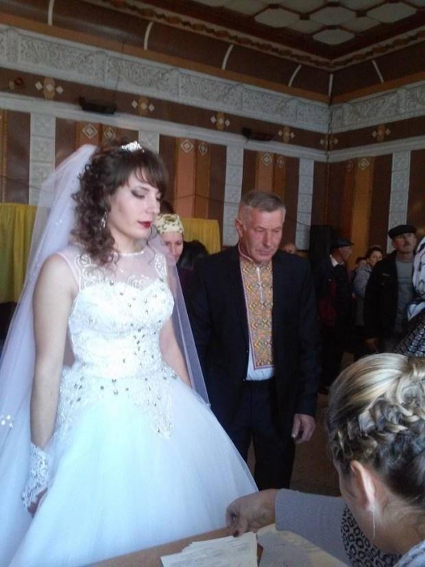 Проголосовали невеста и ее родители. Фото: Галина Гафийчук.