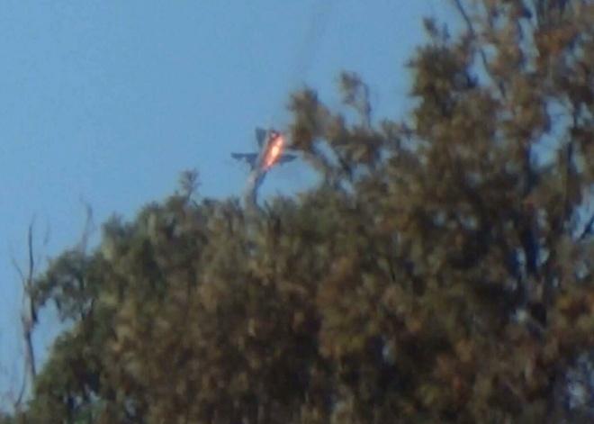 Су-24 загорелся и начал резко снижаться.