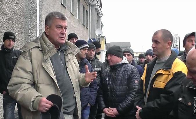 Мухомеджанов (на фото – слева) находится в больнице.