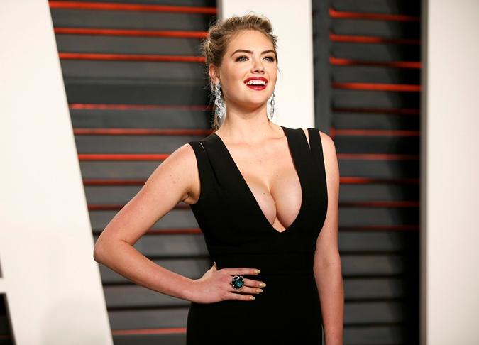 Кейт Аптон не прочь уменьшить размер своей груди. Так что любуйтесь, господа, а то вдруг та красота исчезнет. Фото: REUTERS