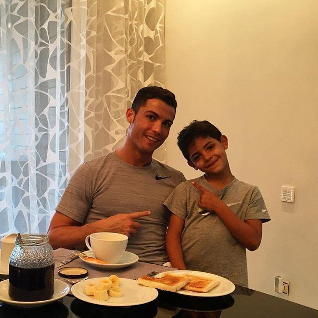 Пятилетний малыш Криштиану Роналду-младший растет без матери. Фото: Instagram