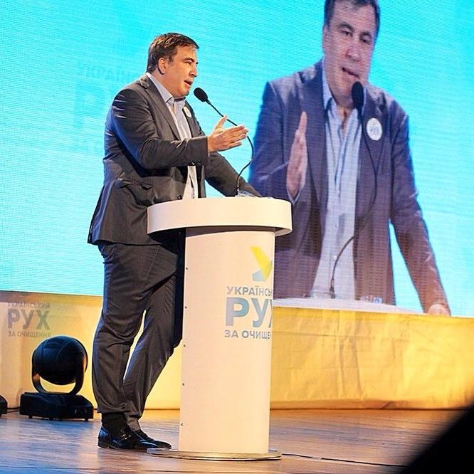 24153670 Саакашвили шокировал соцсети заправленной в носок штаниной