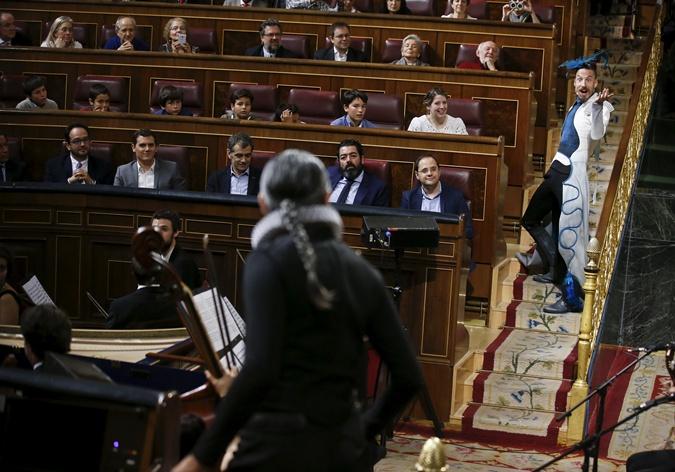 Представление в испанском парламенте.