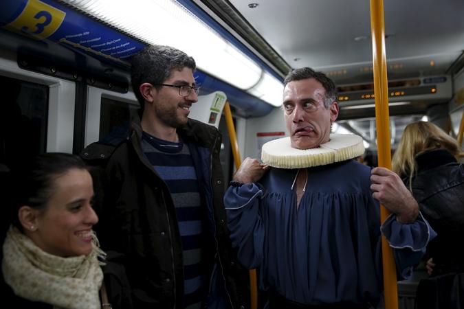 Представление в метро.