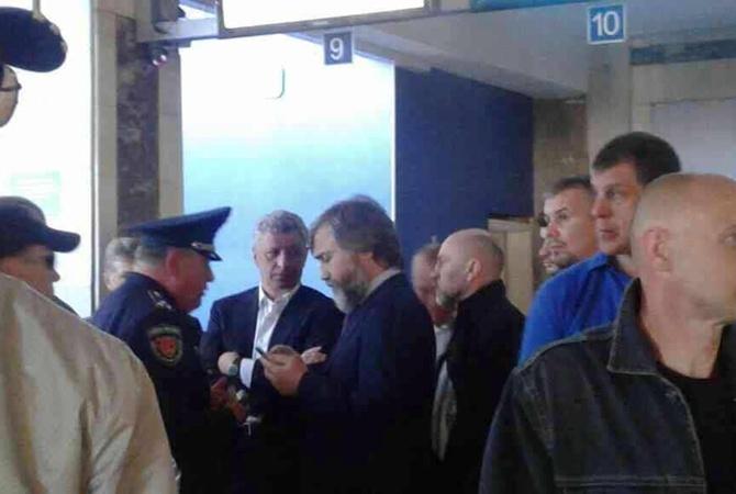 Бойко и Новинский в аэропорту Одессы.