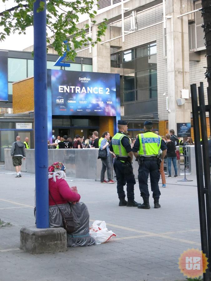 Шведские цыганки внешне очень похожи на украинских, только английский знают и полицию не боятся. Фото: Алексей СЫСОЕВ.