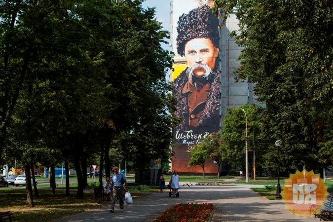 Портрет Шевченко был нарисован к 200-летию поэта и занял 500 кв. м. на фасаде 17-этажки