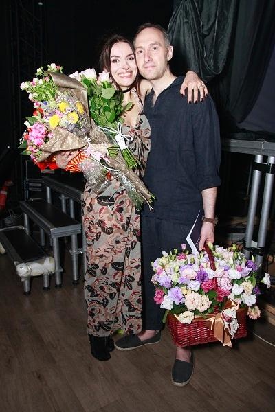 Поздравить Надежду Мейхер пришел ее супруг Михаил Уржумцев. Фото: пресс-служба Надежды Мейхер.