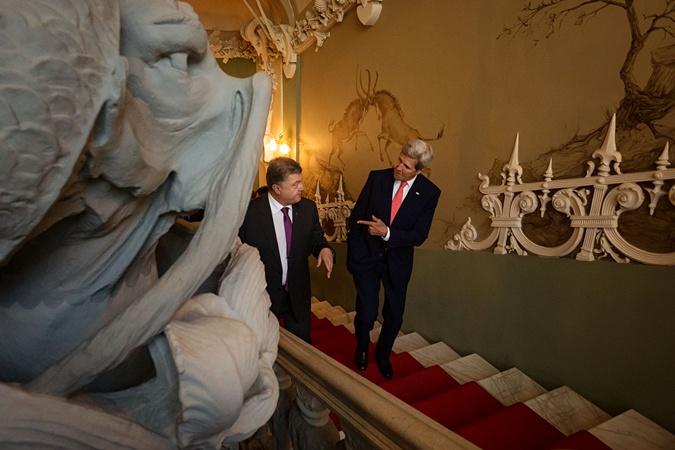 Керри и Порошенко провели встречу и дали совместную пресс-конференцию.