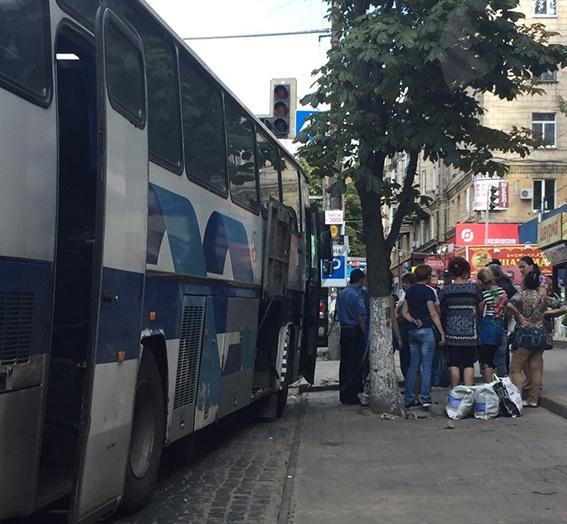 В автобусе было семь человек – водители и пятеро торговцев.