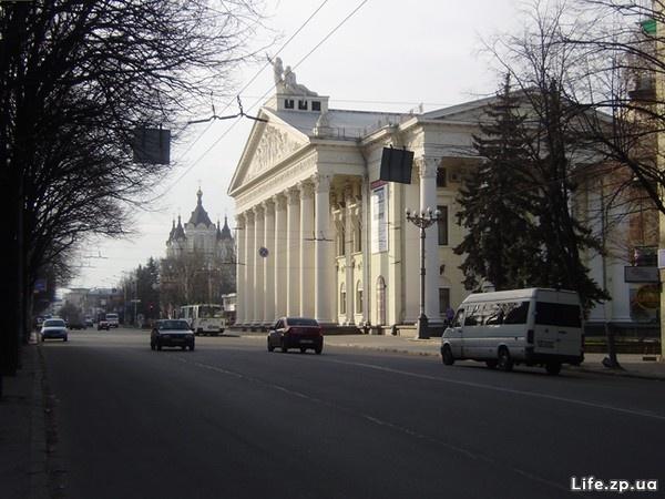 За театром Магара долгое время был пустырь. Фото: life.zp.ua