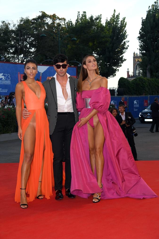 На выбравшей розовое платье Дайан просматривались стринги. Которые, впрочем ничего не скрывали.