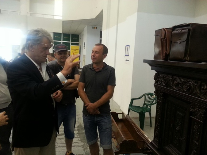 Продавцы говорят, что Ющенко не торгуется.