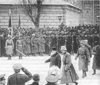 Грушевский на военном параде в Киеве в 1917 году.