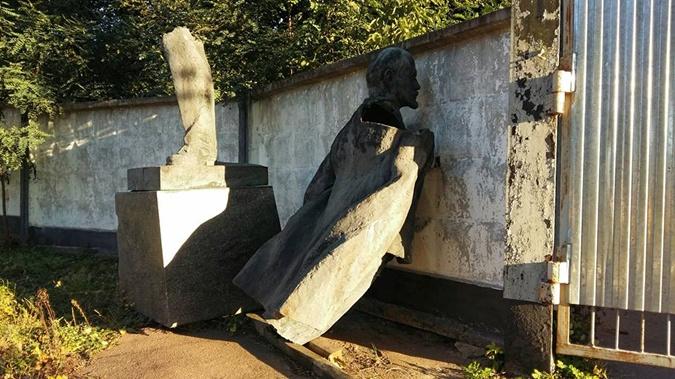 Памятник планировали переплавить.