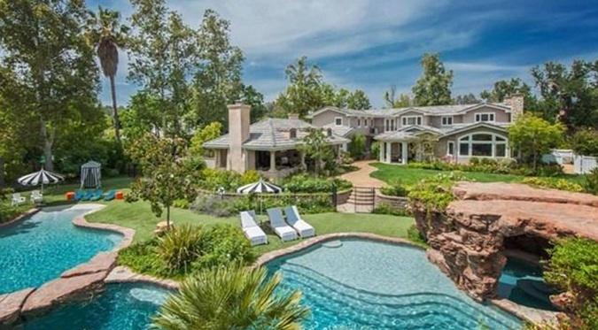 Анджелина переехала в принадлежащий Ричардс дом стоимостью 6,9 миллиона долларов.
