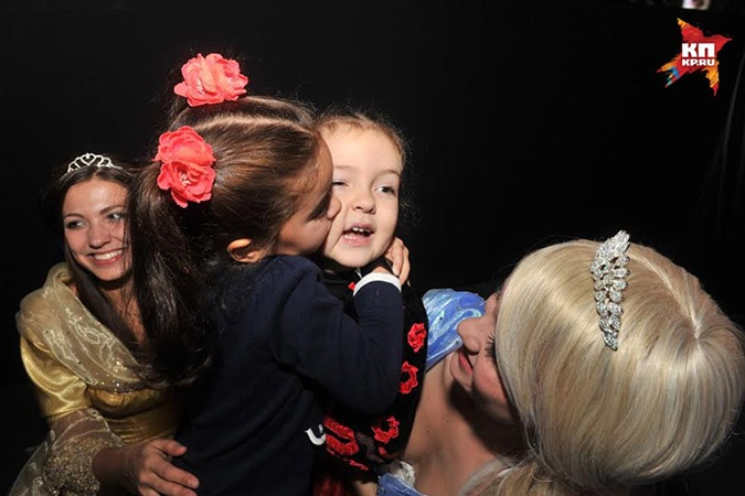 Дочь Ани Лорак София и дочь Киркорова Алла-Виктория.