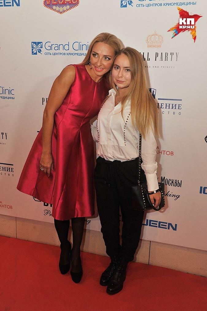 Татьяна Навка со своей старшей дочкой Александрой.