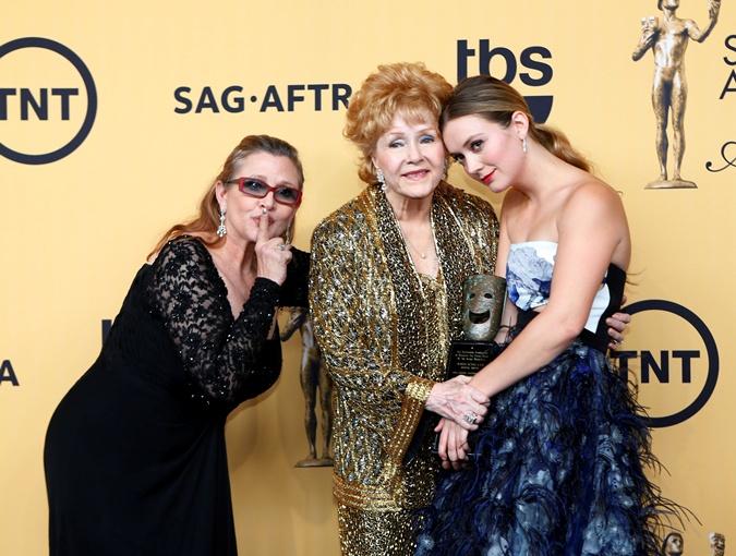 Дэбби Рейнольдс с дочерью Кэрри Фишер и внучкой Билли.