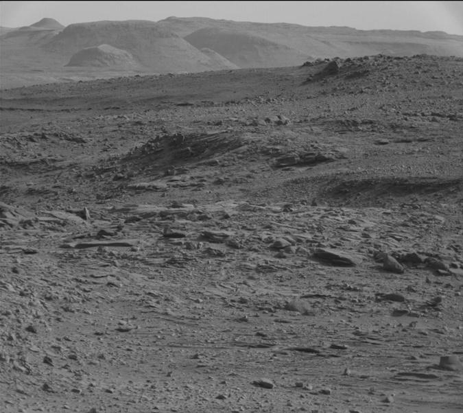 На снимке якобы виден космический корабль (небольшой треугольник в верхнем левом углу). Фото: mars.jpl.nasa.gov