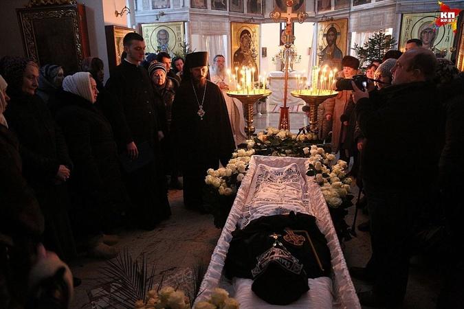 К храму святой Ксении съехались верующие из Беларуси, Украины, России.