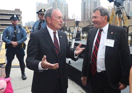 Майкл Блумберг (слева) - бывший мэр Нью-Йорка.