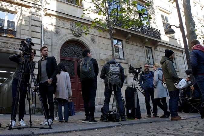 Ким ограбили в элитном отеле в центре Парижа.
