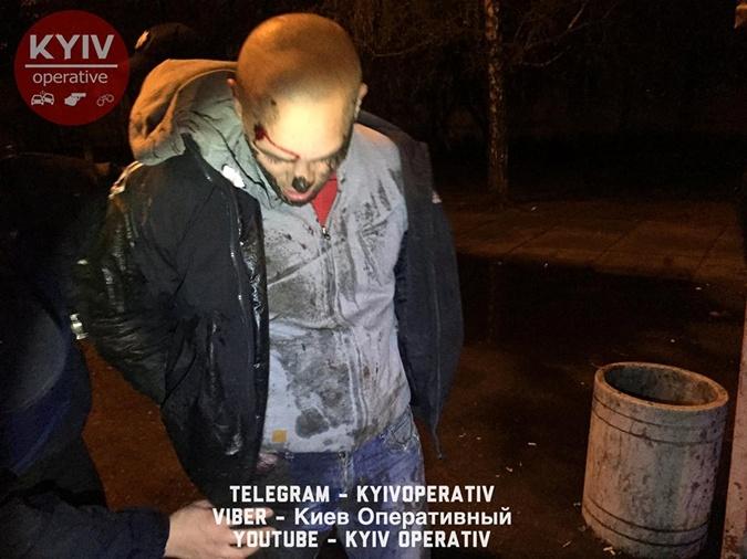 По данным портала, пассажир не только ранил водителя, но и украл его телефон. Фото: ФБ