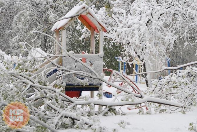 Улица Днепра. Школьников с 20 апреля отправляют на каникулы из-за холода.