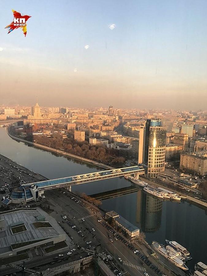 Yезадолго до эмиграции Вороненков подарил Максаковой апартаменты в башне