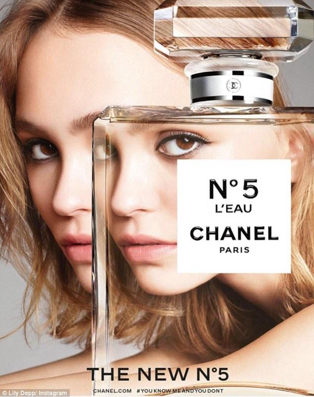 Новым лицом легендарного аромата Шанель № 5 стала Лили-Роуз Депп