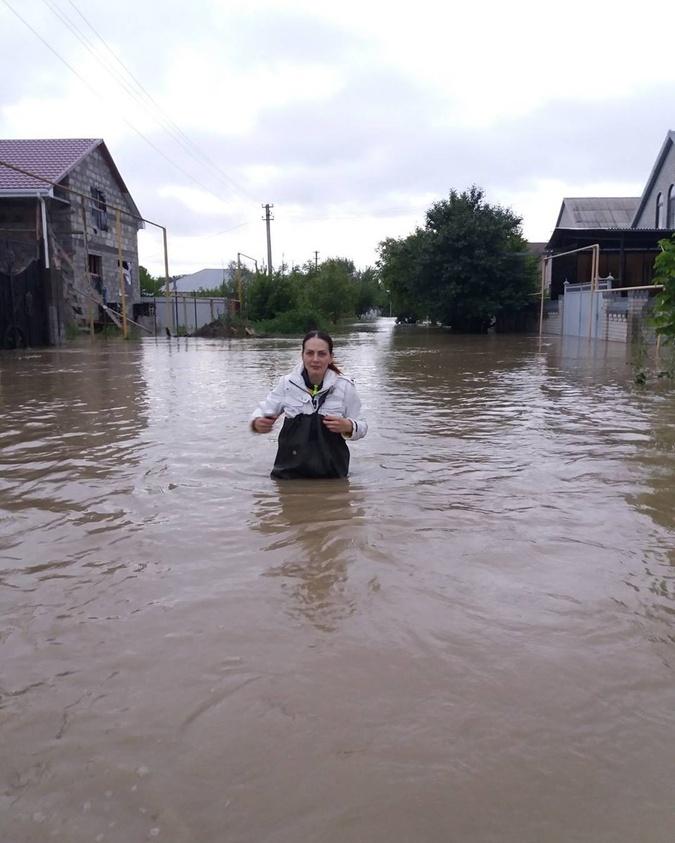 Жители Минвод добираются домой.