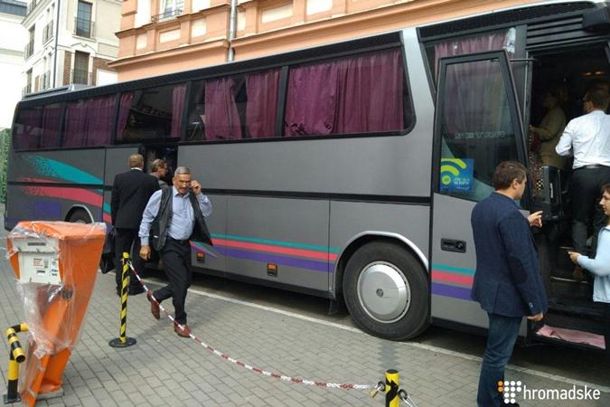 Автобус Саакашвили.