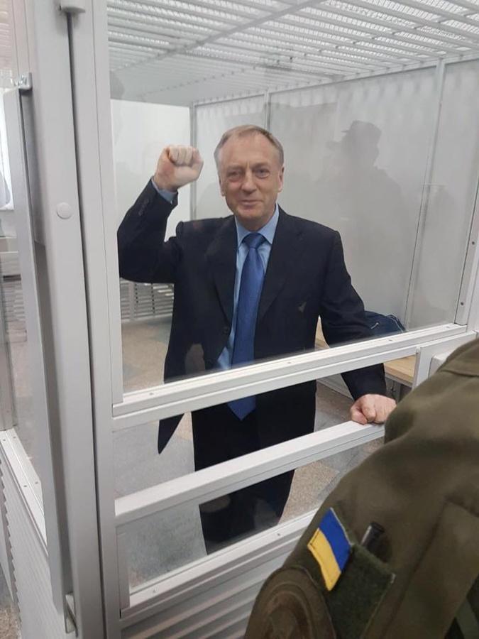 Экс-министра юстиции оттпустили.