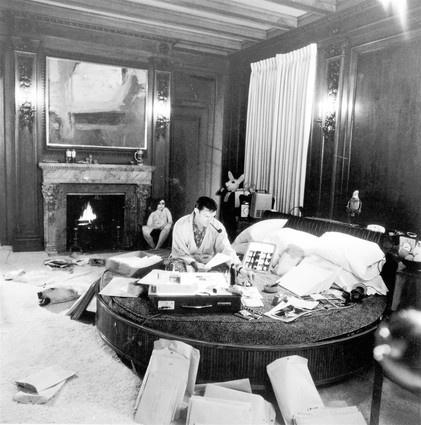 Знаменитая крутящаяся кровать Хефнера. Фото: открытые источники